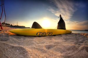 サンセットビーチ サーフボードと夕焼け