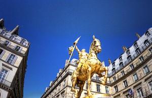 ツール・ド・フランスのパリ周回コースの風景 ジャンヌダルク像
