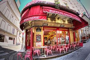 映画アメリで有名なモンマルトルのカフェ