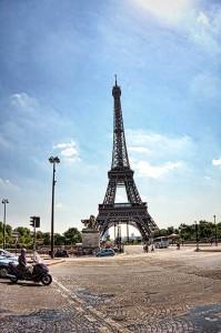 電動自転車で巡るパリ エッフェル塔