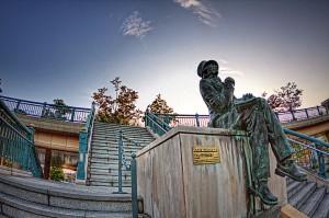 アンデルセン広場 アンデルセン像