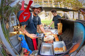 名護市役所 アグー豚のハンバーガー