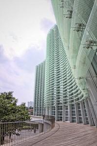 国立新美術館 ガラスの曲面