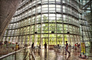 国立新美術館INSIDE エントランス
