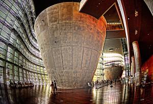 国立新美術館INSIDE 巨大な円錐