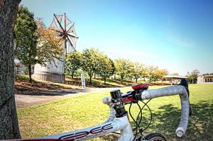 岡山市サウスビレッジのギリシャ風車とサイクルメーター