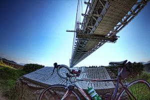 瀬戸大橋の真下の田土浦公園deポタリング 橋とロードバイク