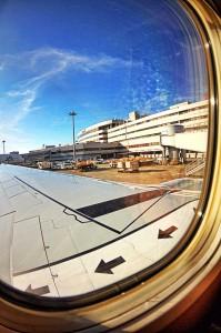 年末年始どこにも行ってないけど空港でHDR! JAL機内からみた空港