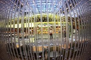 年末年始どこにも行ってないけど空港でHDR! 泡の出るパーテーション
