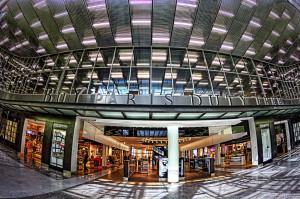 年末年始どこにも行ってないけど空港でHDR! 免税店