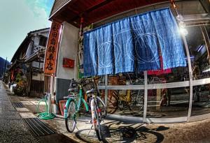 暖簾のある町【HDR】自転車屋に暖簾