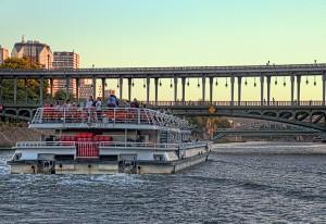 RiverCruise【HDR】観覧船と橋