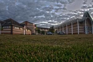 HDR in GOLF COURSE @ゴルフカートの横の建屋の前で1枚撮ってみた!