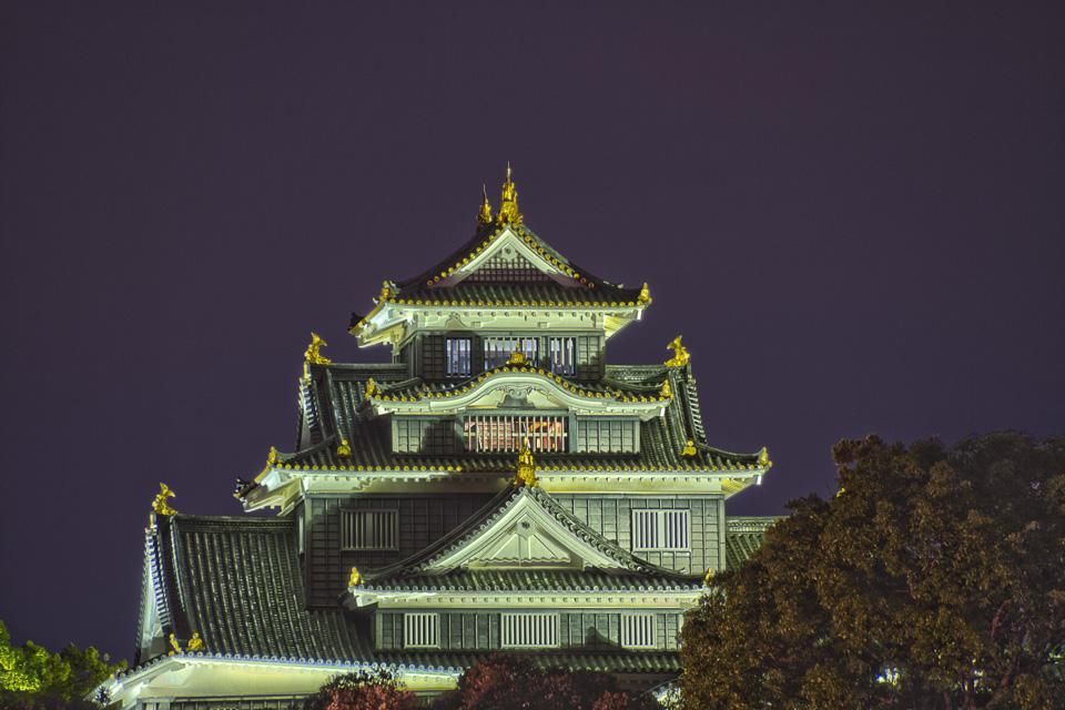 岡山後楽園 幻想庭園  後楽園から見える岡山城の天守閣をアップでHDR!