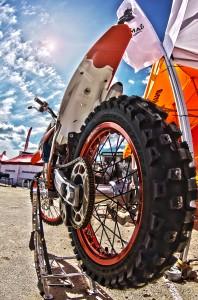 HDR in MOTOCROSS@TKMバイク、リアタイヤ超どアップ