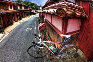 吹屋ふるさと村Part2ベンガラ漆喰壁のピンクがジロ・デ・イタリアっぽいと思いませんか?