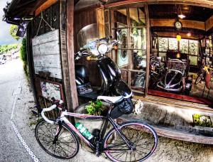 吹屋ふるさと村Part2 ロードバイクとスクーター