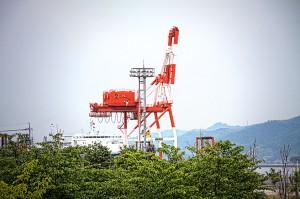<strong>玉島ハーバーアイランド【HDR】ガントリークレーンと自動車運搬船</strong>