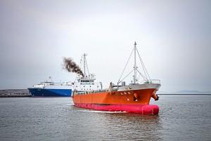 <strong>玉島ハーバーアイランド【HDR】バラ積み船と自動車運搬船</strong>