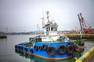 <strong>玉島ハーバーアイランド【HDR】タグボートとクレーン船</strong>