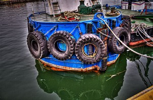 <strong>玉島ハーバーアイランド【HDR】廃タイヤと再利用されたタイヤ</strong>