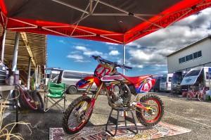 HDR in MOTOCROSS@ゼッケン41のモトクロスバイク