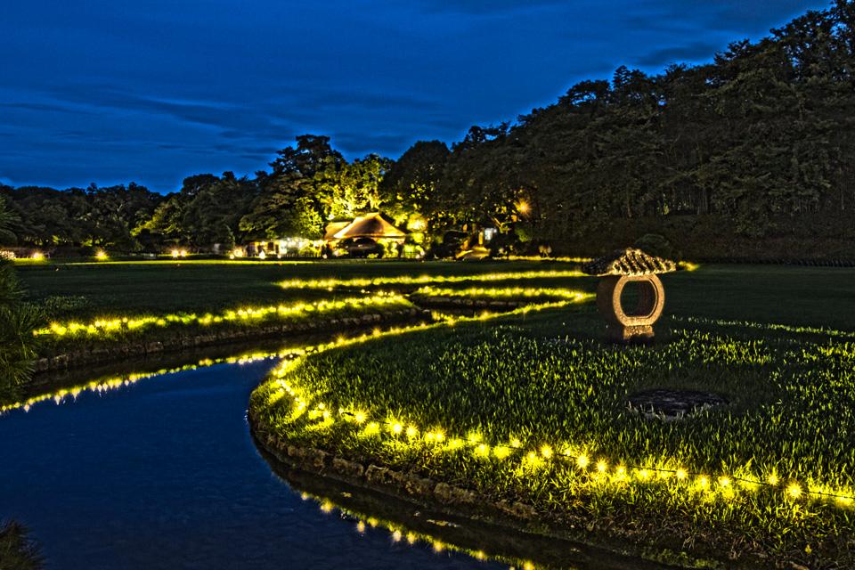 幻想庭園 岡山後楽園の蛇行した小川とイルミ、日没後!