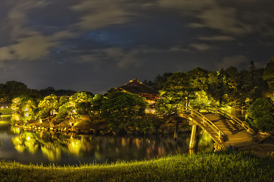 岡山後楽園 幻想庭園 後楽園の沢の池に浮かぶ中の島をHDR!