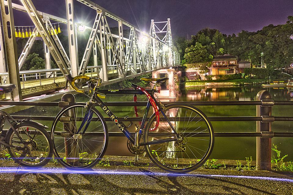 岡山城  烏城灯源郷 デローザのロードバイク発見したので当然HDRしました。