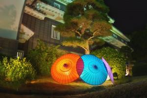 岡山後楽園と烏城でHDR@赤と青のライトアップされた番傘をHDR!