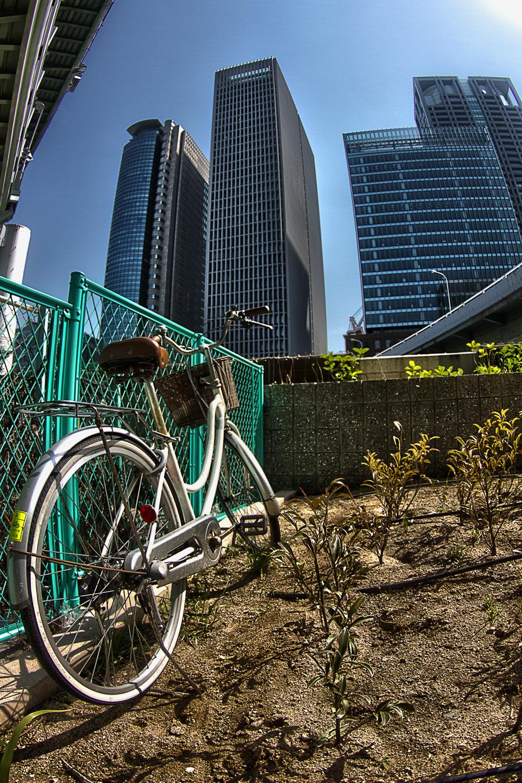 自転車とビル 田蓑橋辺り