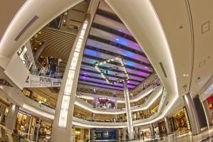 イオンモールでHDR@未来スクエアーから見上げると虹みたいな天井が見えた!