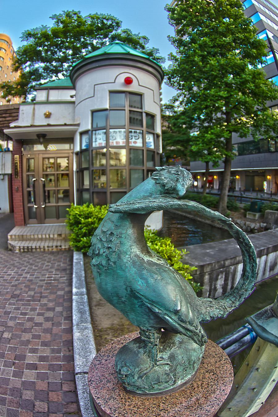 桃太郎大通りのキジ像