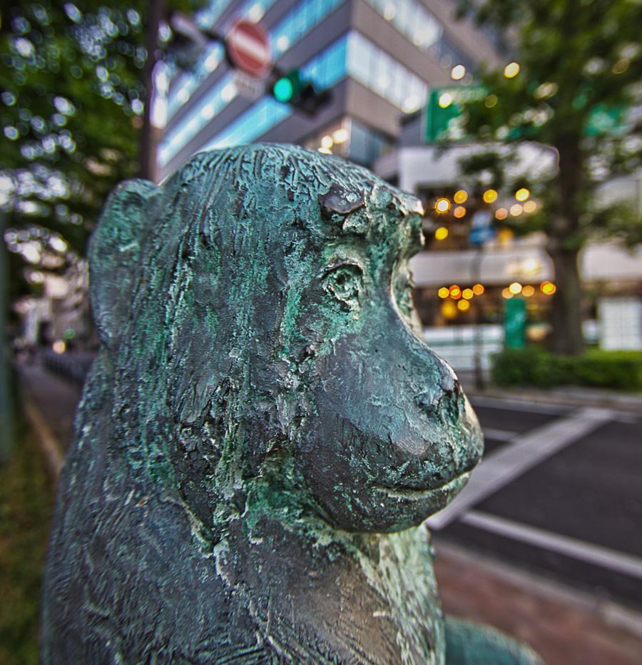 桃太郎大通りの猿像