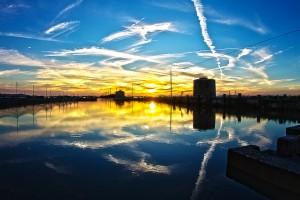 POLDER@4thトライ!用水路に反射する夕焼け空!