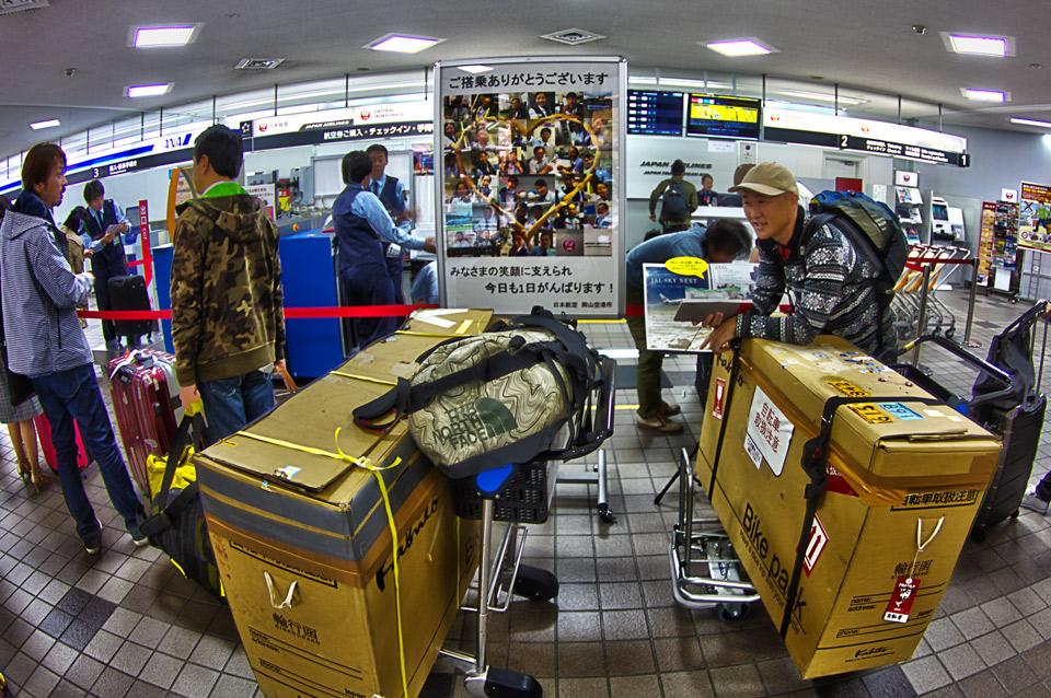 岡山空港チェックインカウンター