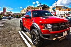 アメリカンな赤いピックアップトラック@ツール・ド・おきなわ2015でHDR