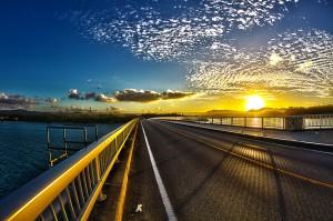 夕焼け空の古宇利大橋をサイクリング@ツール・ド・おきなわ2015でHDR