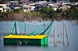 ゴルフ練習場も完全に水没してます!@水没村