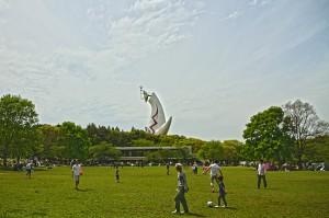 広場から見る太陽の塔@万博記念公園