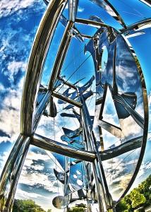 ステンレスのオブジェに反射した空(キンタナ不調!)@SkyCollection