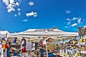 青空とテントに吊るされたトレーニングバイク7,500円(フルーム3回目のツール優勝おめでとう!)@SkyCollection