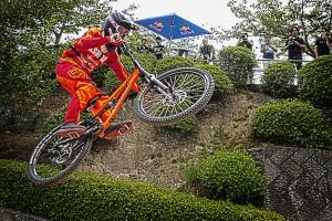 テーブルトップでジャンプするライダー!@Red Bull Holy Ride