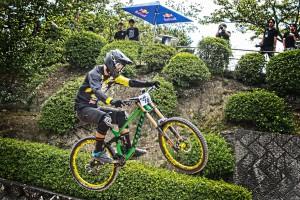 レッドブルホーリーライド尾道のテーブルトップでジャンプする優勝した永田隼也選手@Red Bull Holy Ride