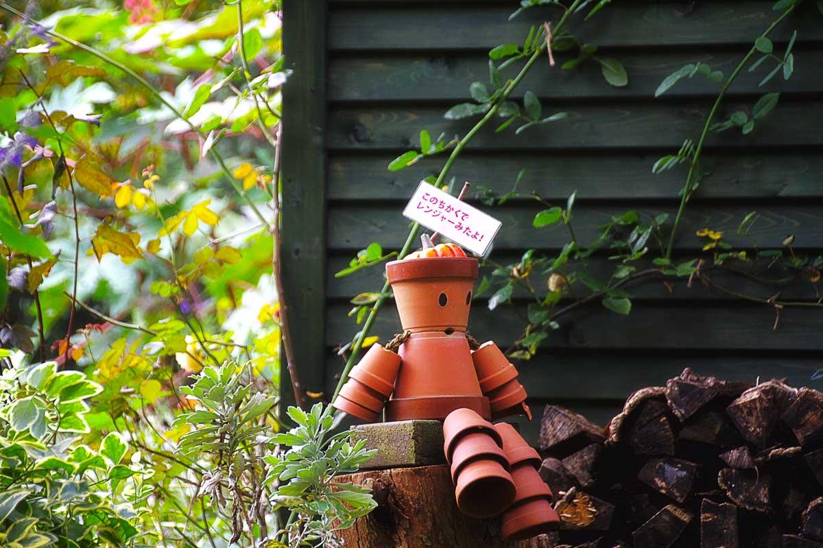 ハーブ園の鉢人形