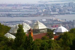 展望プラザから見たグラスハウスと神戸@神戸布引HerbGardens