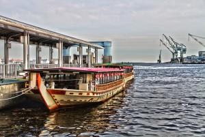 神戸港の屋形船!ブルーモーメントの予感が!@KOBE AGAIN