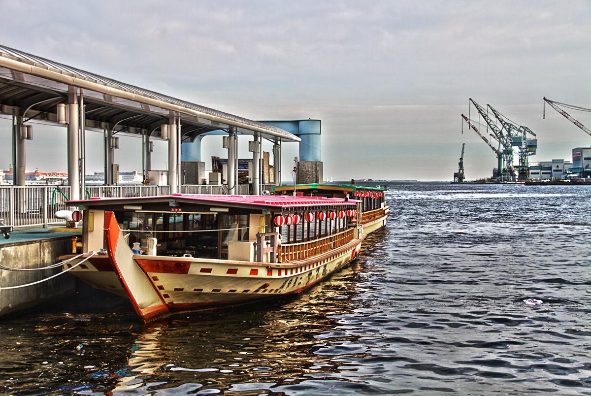 神戸港の屋形船
