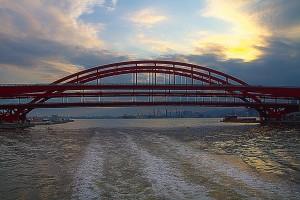 ダブルデッキアーチ型鋼橋の神戸大橋と第四突堤のコンテナ@KOBE AGAIN