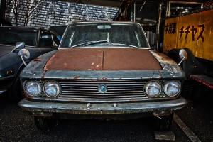 マツダ、初代ルーチェのボンネットの錆びがすごい!@RUSTED CAR